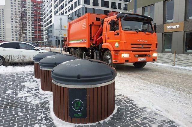 Тюменцы за месяц повредили контейнер строительным мусором