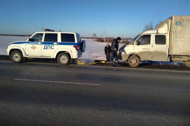 Инспекторы обогрели пассажиров иномарки на трассе «Тюмень - Ханты-Мансийск»