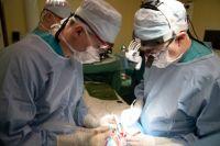 Врачам предстояло убрать опухоль в аорте диаметром 8 мм.