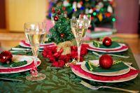 Новосибирский диетолог Артем Яковлев рассказал «АиФ-Новосибирск», как избежать переедания в новогоднюю ночь.