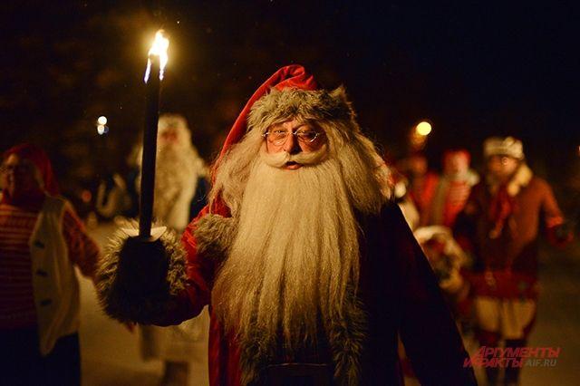 У немецкого брата Деда Мороза в руках не подарки, а плеть или ремень, чтобы наказывать ребят, которые плохо себя вели.