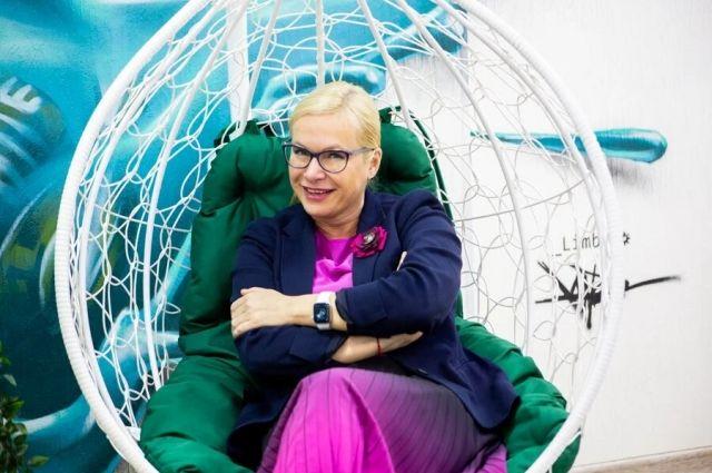 чЗаместитель мэра Новосибирска Анна Терешкова прокомментировала претензии жителей о скромном новогоднем украшении города в социальных сетях во время встречи с журналистами в пресс-центре Сиб.фм групп.