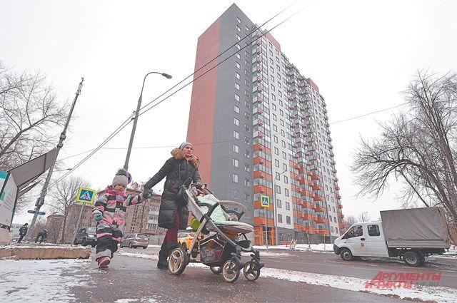 Дом, построенный этой осенью по программе реновации на ул. Долгопрудной, д. 7 (Дмитровский район). Жильцы уже начинают оформлять права собственности на квартиры.
