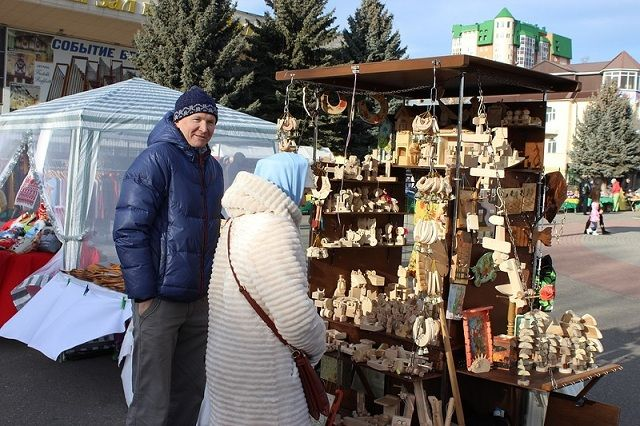 Изделия народных умельцев можно купить на память об отдыхе в Ессентуках