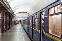 В Киеве в новогоднюю ночь продлят работу метро и фуникулера.