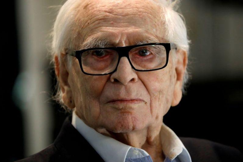 29 декабря в Италии в возрасте 98 лет скончался французский дизайнер и модельер Пьер Карден.