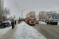Бросать снег на проезжую часть в Оренбурге запрещено.