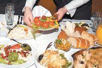 Как людям с проблемами пищеварения правильно питаться в новогоднюю ночь?
