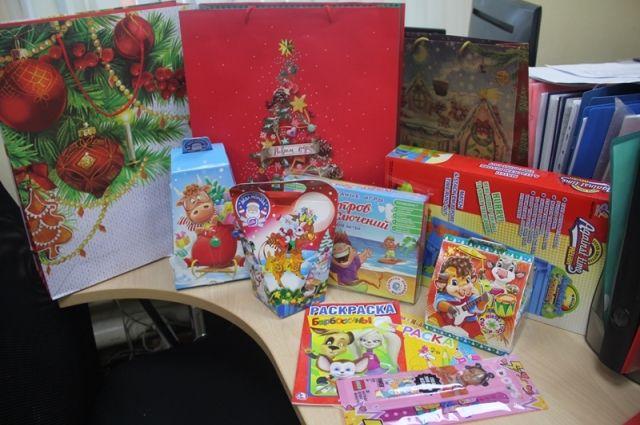 Уже не первый год инициативные сотрудники объявляют на предприятии сбор подарков для нуждающихся детей.