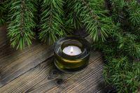 Ель - вечнозелёное растение и поэтому - символ Рождества.