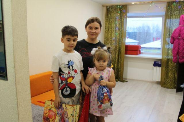 Активисты помогли тюменке, которая с двумя детьми живет на 24 тысячи рублей