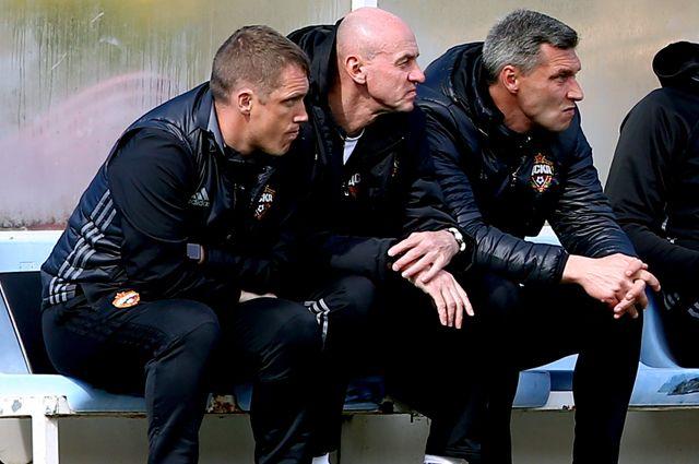 Бывшие главный тренер ПФК ЦСКА Виктор Гончаренко, помощники главного тренера Виктор Онопко и Сергей Овчинников (слева направо).