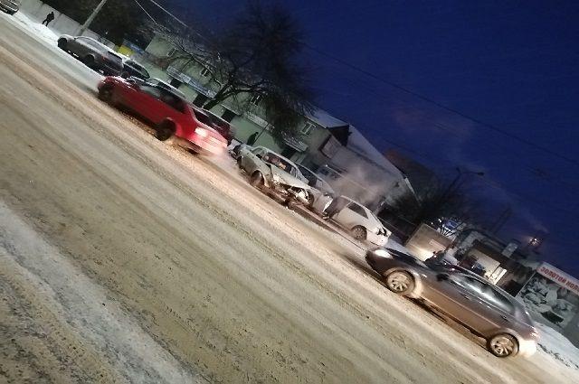 Водитель «Волги» пострадал в массовом ДТП во Владимире