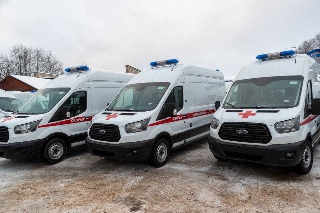 65 автомобилей передали медучреждениям Псковской области