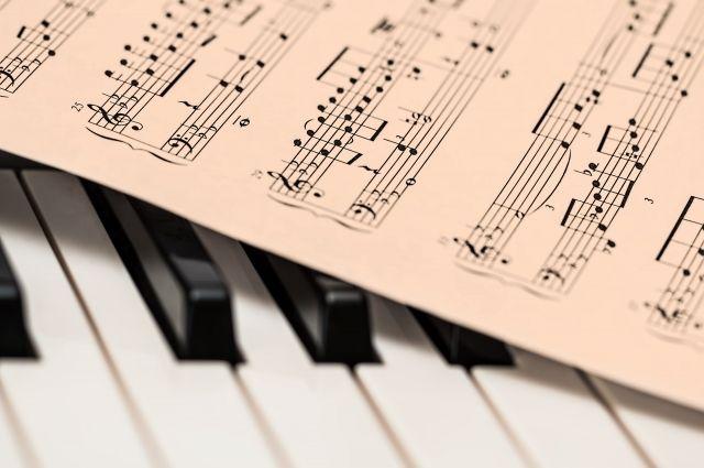 Мишустин подарил девочке синтезатор и сыграл ей Песню Чебурашки