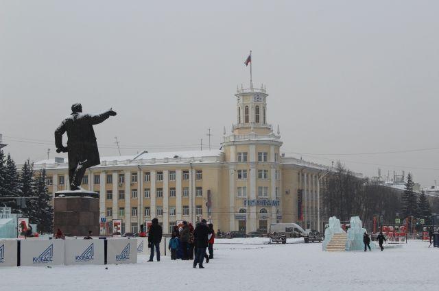 Также власти разрешили провести праздничную программу в новогоднюю ночь на площади Советов.
