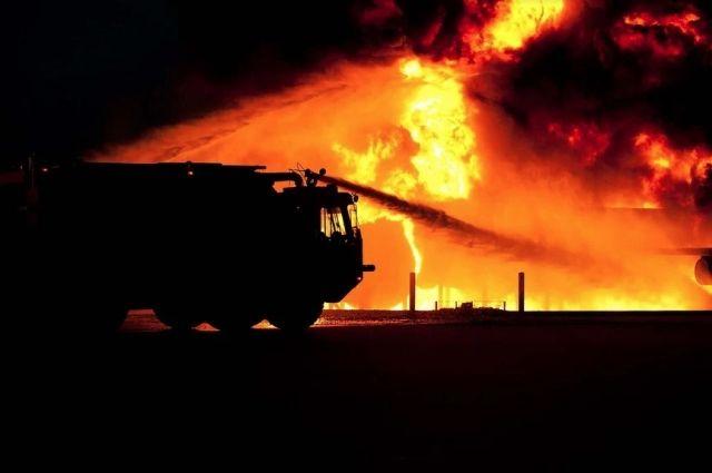 На ликвидацию пожара были привлечены 22 человека, 7 единиц техники.