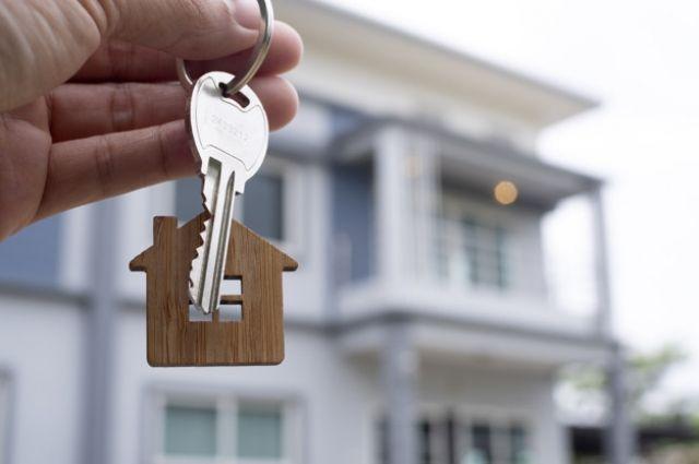 Ключи детям-сиротам вручены от 30 квартир