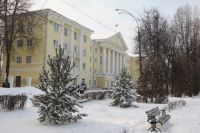 На фото - здание администрации Новомосковска.