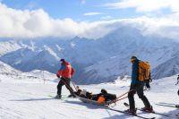 Спасатели отрабатывают помощь туристам в горах на учениях