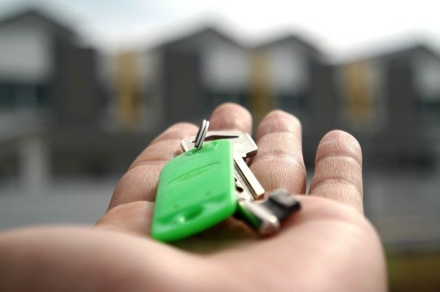 В Оренбургской области в 2020 году ключи от квартир получили 360 детей-сирот.