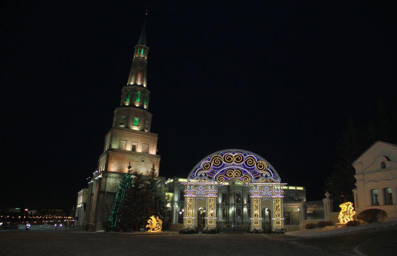 Башню Сююмбике украсили яркой подсветкой.