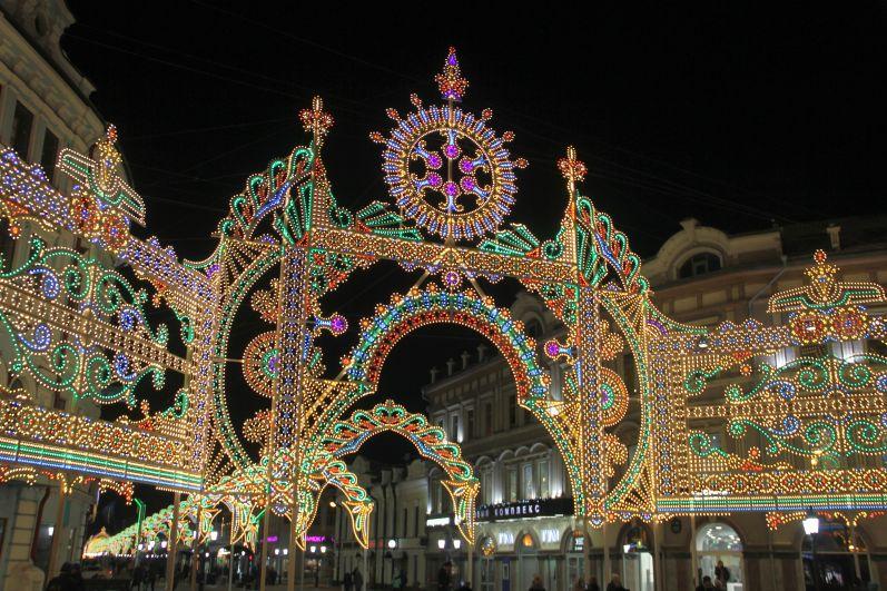 На ул. Баумана установили световую инсталляцию.