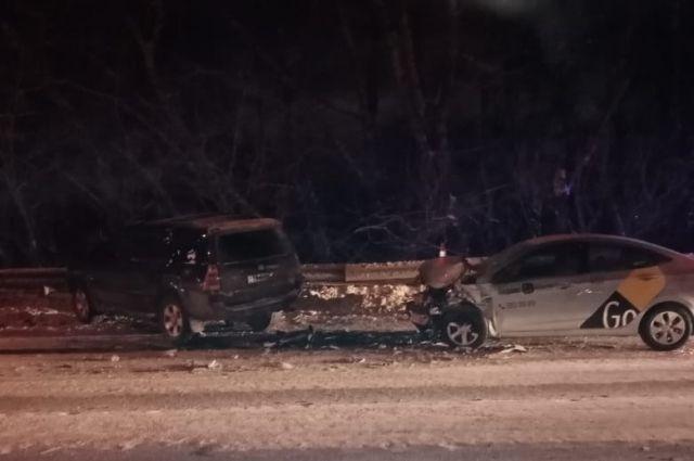 По информации Госавтоинспекции, в результате ДТП пострадал водитель Hyundai Solaris и 12 летняя пассажирка Тойоты.