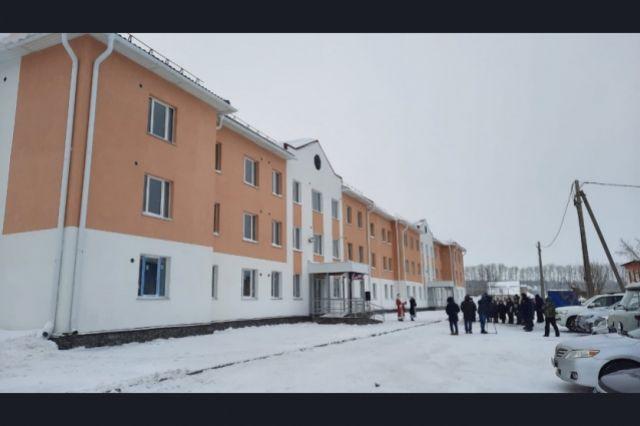 Жильцы расселенных домов переехали в новый дом на улице Фурманова.