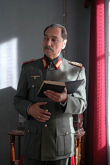 Владимир Коренев в роли немецкого генерала в фильме «Последняя исповедь» (2006)