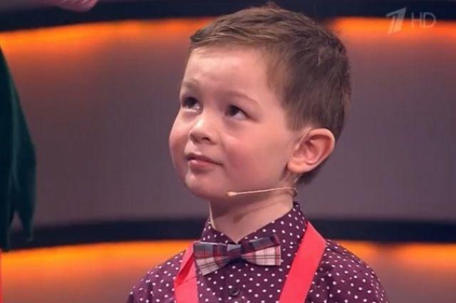 Мальчик очень хорошо умеет лепить пельмени самых разных форм и цветов и научил этому Максима Галкина и актрису Светлану Пермякову.