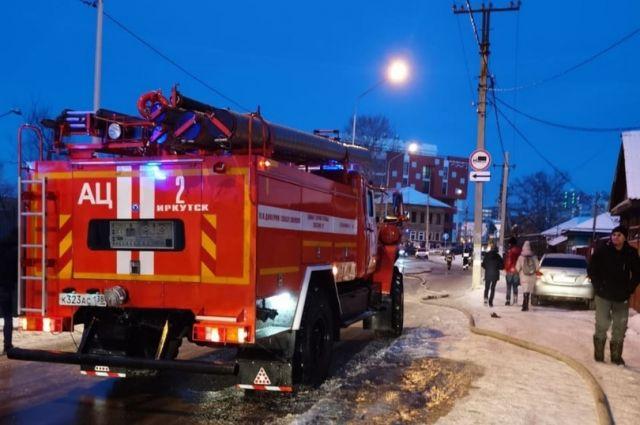 В Первомайском районе Новосибирска днем загорелся частный дом, принадлежащий двум хозяевам.