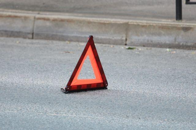 В Тюмени водитель сбил двух подростков, не успевших перейти дорогу