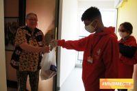 В период пандемии жителям Тюменской области помогают волонтеры и соцслужбы