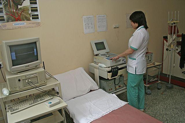 Врачи в детской больнице в областном центре работают посменно.
