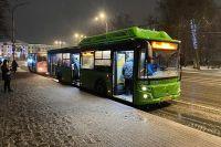На городские маршруты вышло меньше водителей, транспорт ходит реже.