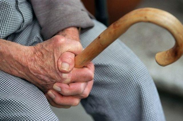 В Винницкой области мужчина избил пенсионерку ради 350 гривен.