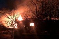 Сложнейшее возгорание пришлось тушить пожарным минувшим вечером