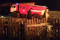 Огнеборцы смогли отстоять часть дома.