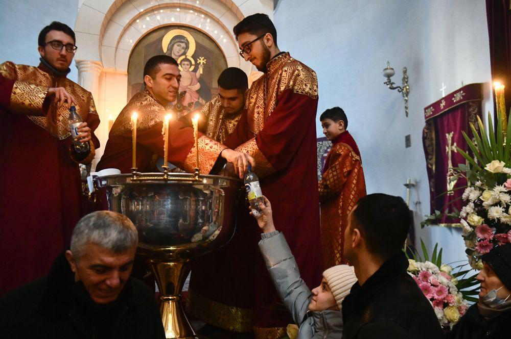 Празднование Рождества Христова и Крещения в Церкви святого Ованнеса Карапета в Екатеринбурге.