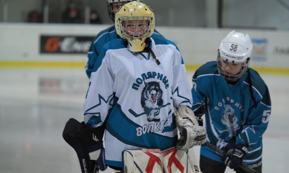 Дмитрий Артюхов побывал на тренировке по хоккею в ледовом корте «Авангард».