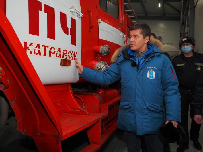 В поселке Катравож губернатор осмотрел новое модульное здание пожарного депо, построенное в 2019 году.