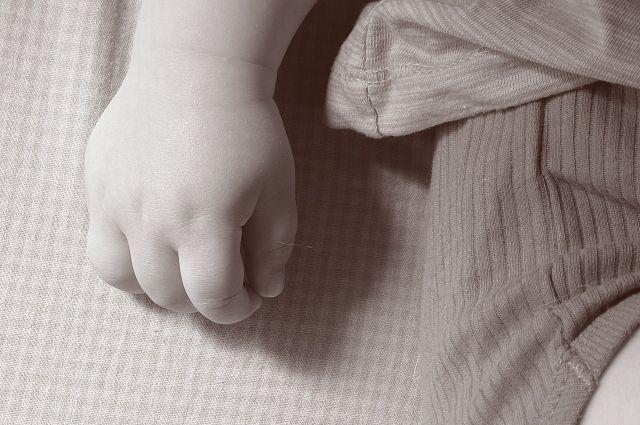 По подозрению в убийстве задержали бабушку ребёнка.