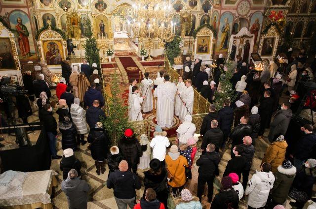 Рождество Христово в Новосибирске прошло в режиме онлайн. Телеканал ОТС вел трансляцию богослужения из главного храма Новосибирской области — Вознесенского кафедрального собора.