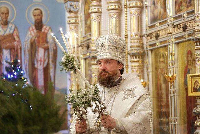 Митрополит Григорий совершает литургию в Рождественскую ночь
