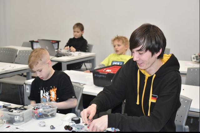 На каникулах ямальские школьники обучаются робототехнике в Татарстане