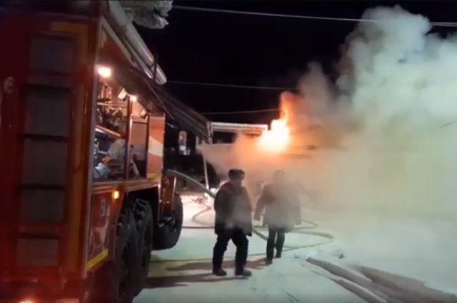 В микрорайоне Вынгапуровский в Ноябрьске сгорел магазин