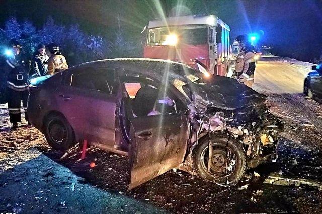 В аварии пострадали 8 человек, один ребёнок умер.