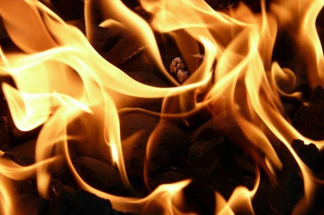 В Оренбуржье горел двухквартирный дом.