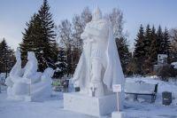 В Первомайском сквере Новосибирска прошел XXI Сибирский фестиваль снежной скульптуры. В нем приняли участие 15 команд из разных регионов России.